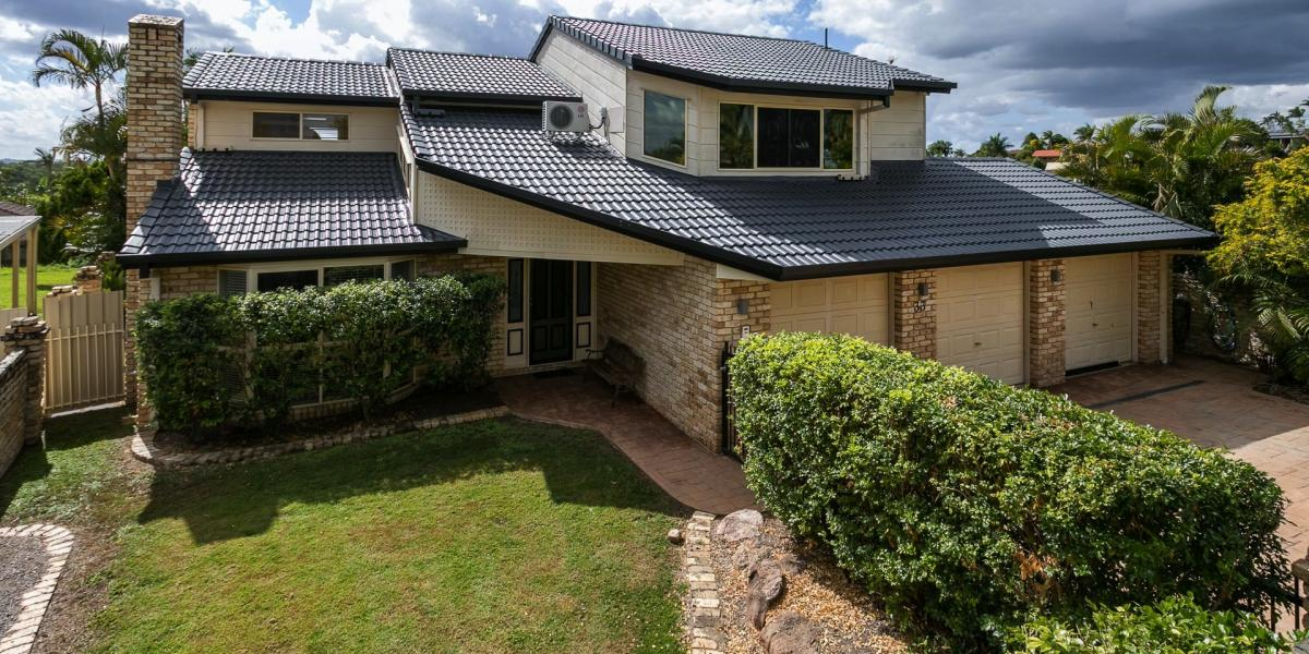 Large Family Home with Views on a Large 894sqm block