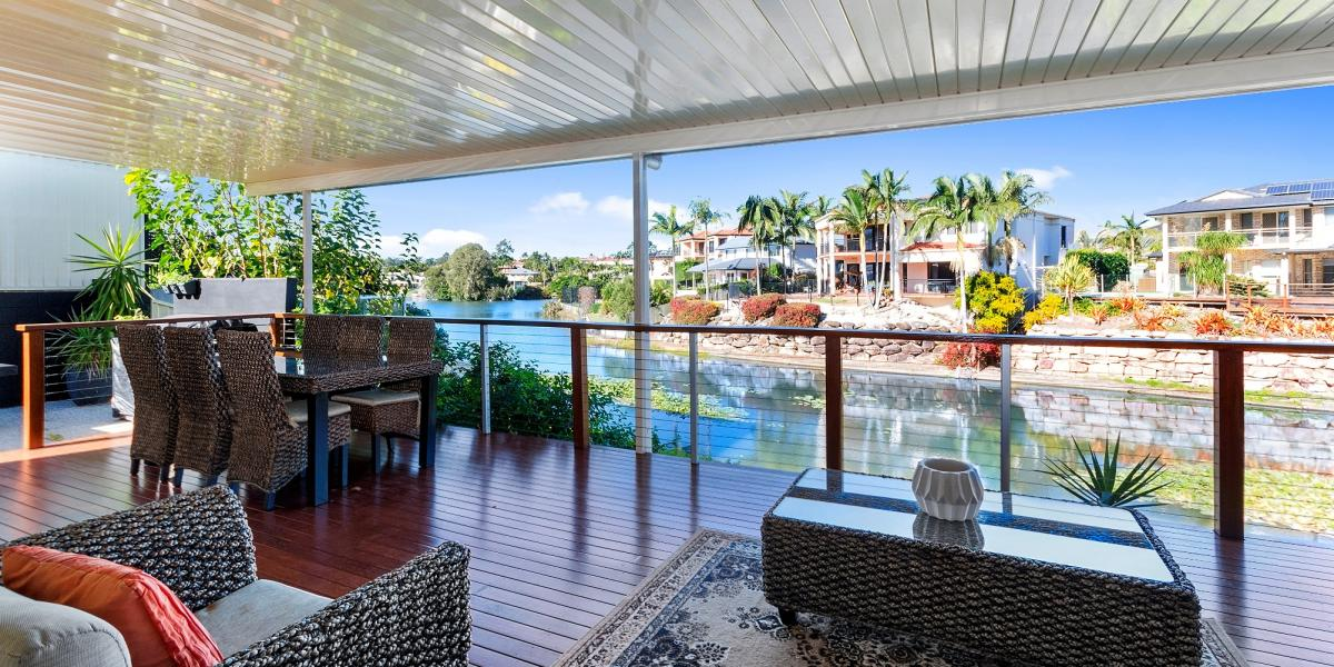 Luxurious Lakeside Residence - Executive Living - Great Value