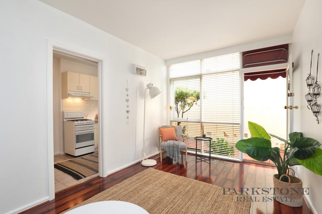 St. Kilda Apartment For Sale   PARKSTONE Real Estate