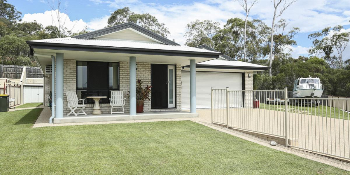 MASSIVE BLOCK, LOW SET MODERN BRICK AIR CONDITIONED HOME