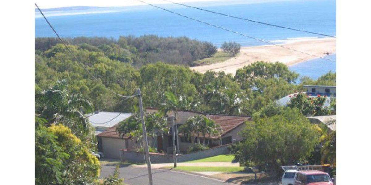 OPPOSITE THE BEACH - PERFECT SEASIDE LOCATION.