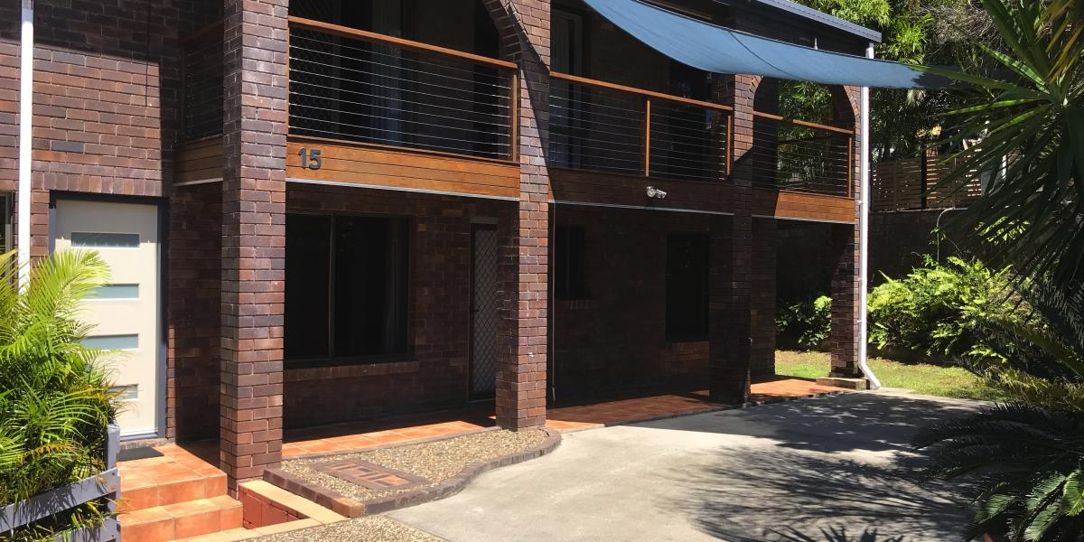 3 BEDROOM BRICK HOME WITH BEAUTIFUL ELEVATION