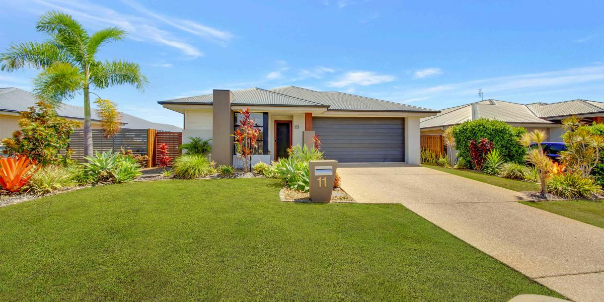 LOW SET STYLISH HOME WITH A TOUCH OF CLASS & LOTS OF PRIVACY!