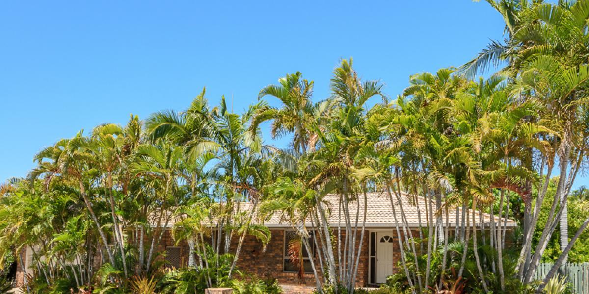 BEACHSIDE LIVING, HOMELY 4 BRM, 2 BATH HOME