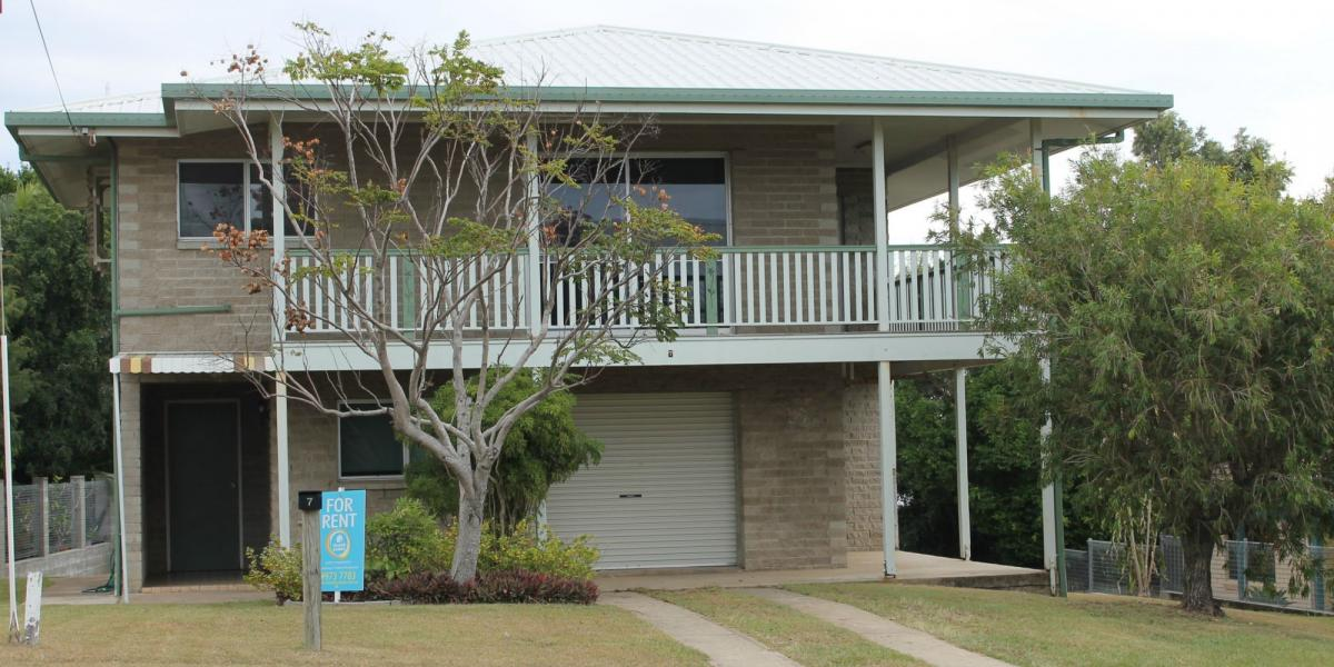 ELEVATED HOME WITH STUNNING OCEAN VIEWS, WITHIN 3 MINUTES WALK TO BEACH