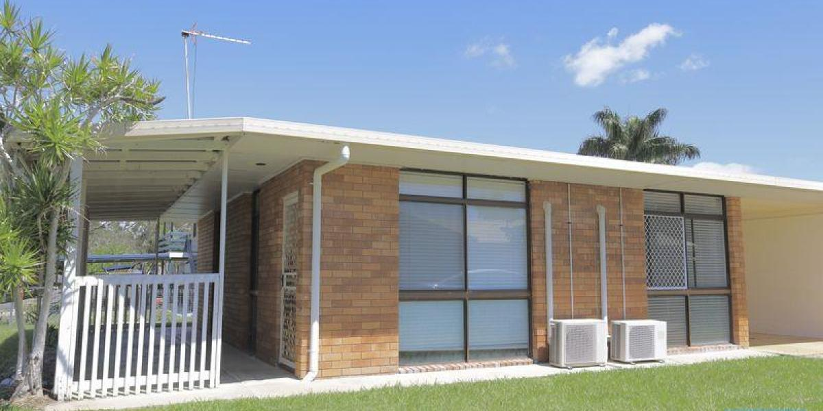 AIR CONDITIONED LOW SET BRICK DUPLEX, NEAR BOYNE RIVER