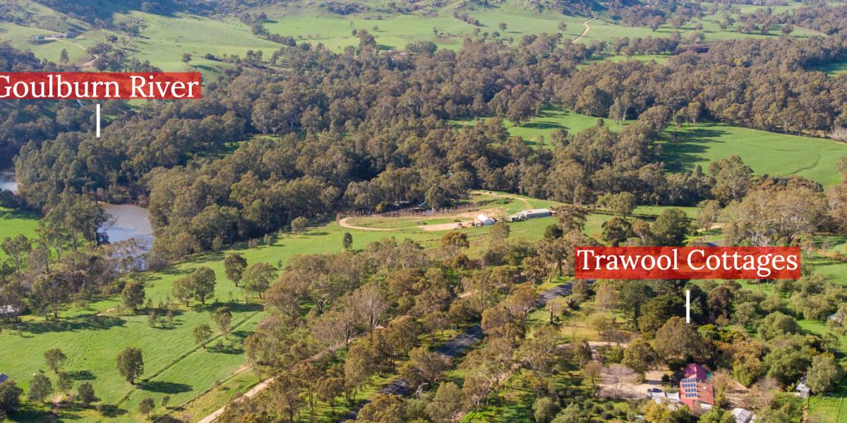 10 Acre Country Haven: Home & Accommodation Business & Magnificent Views!