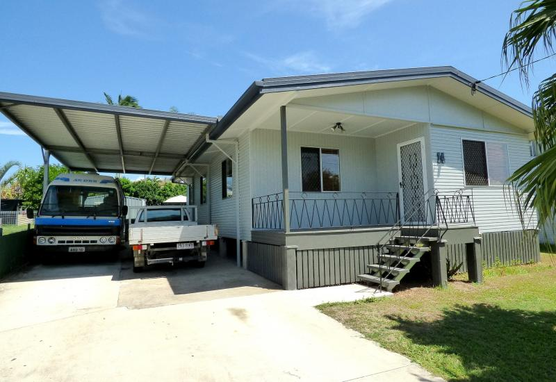 CENTRAL REDCLIFFE WITH TEENAGERS RETREAT- GRANNY FLAT