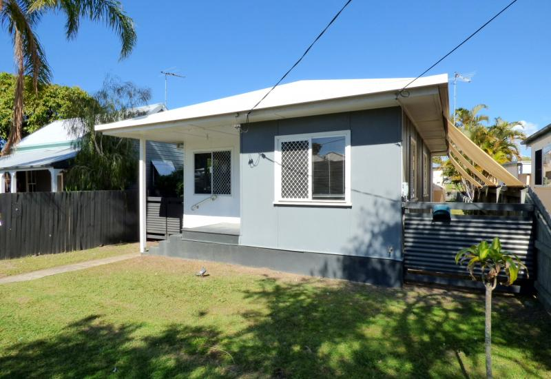 MARGATE BEACH HOUSE- 2 STREET ACCESS