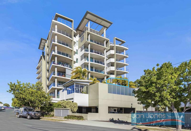 Sought After Waterfront Complex- Executive Apartment