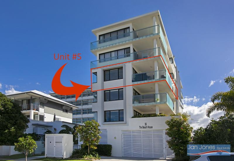 EXTRA LARGE BALCONY - WATER VIEWS - 300MTRS TO BEACH!