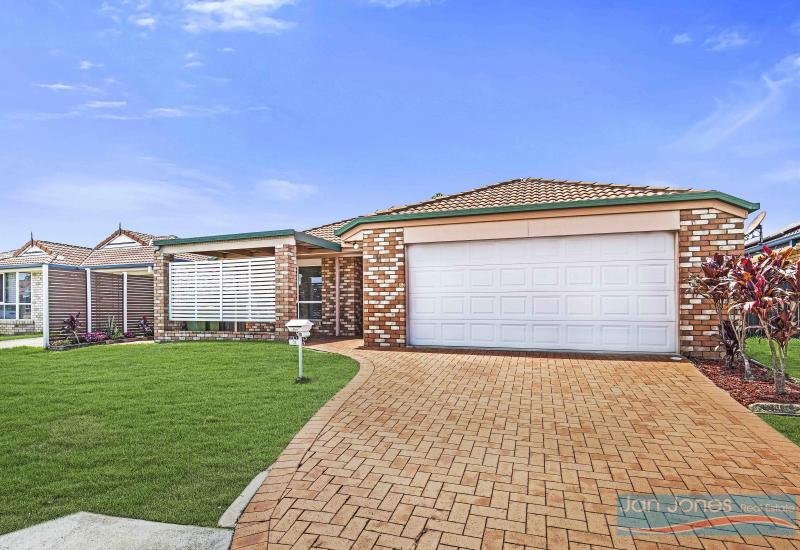 Multiple Living Areas – Neat and Tidy and Move in Ready