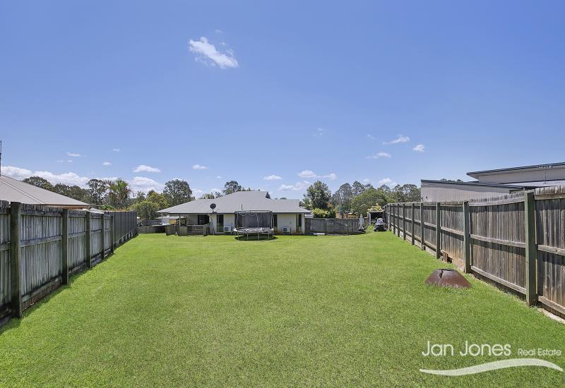 991m2- FAMILY HOME - SIDE ACCESS