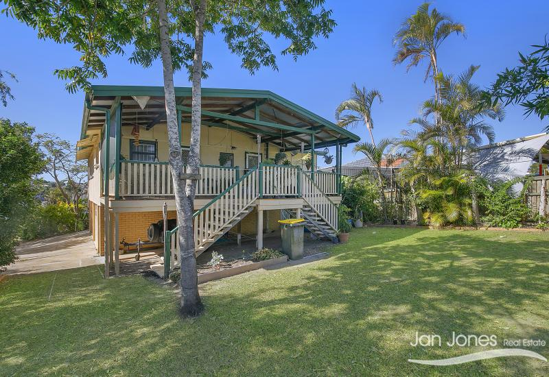 2 STREET ACCESS WITH BAY BREEZES