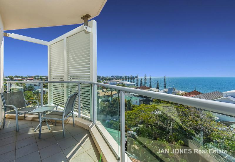 EXQUISITE LUXURY APARTMENT STUNNING VIEWS OVERLOOKING MORETON BAY