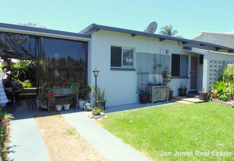 IMMACULATE UNIT IN SMALL COMPLEX