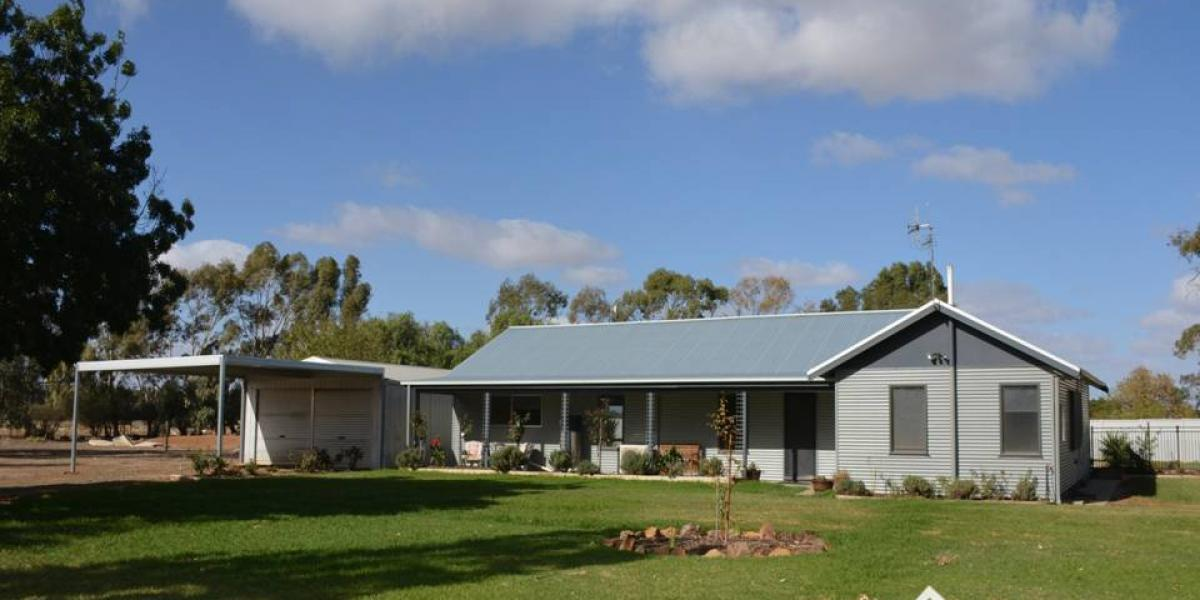 3 Acre Lifestyle Property With Pool