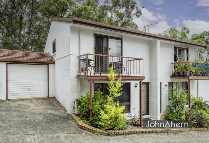 Rare 3 Bedroom Townhouse in Whitecliffe Complex