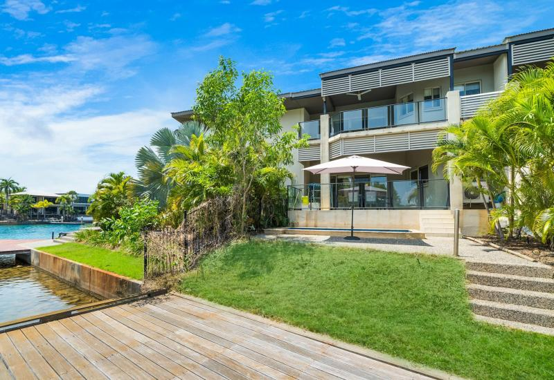 TOP TOWNHOUSE BY THE WATER  @ A TOP NEW PRICE!