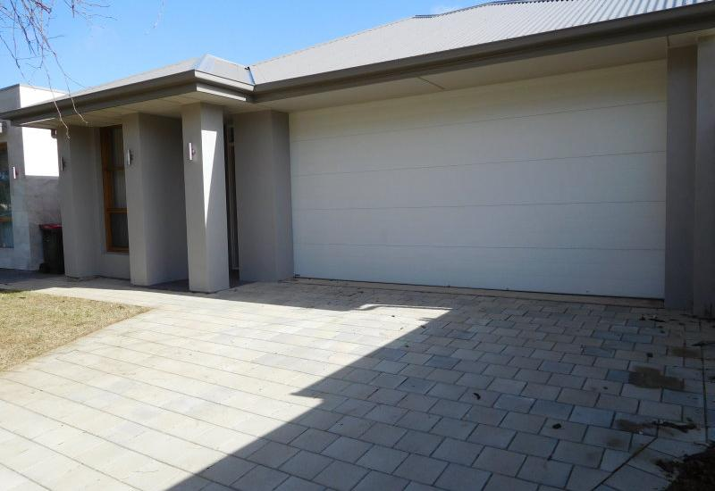 ABSOLUTELY BRAND NEW 3 BEDROOM FAMILY HOME WITH MANY FEATURES.