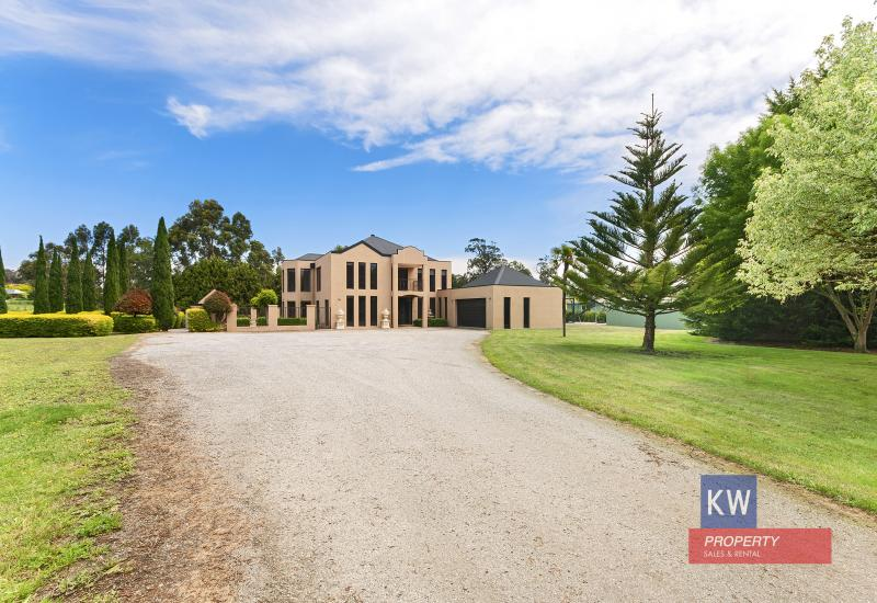 """""""OPULENCE ON ACRES - COUNTRY ESTATE"""""""