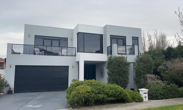 Mgnificent town home residence insought after position