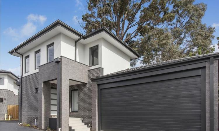 READY TO MOVE IN! LIVE IN THE HEART OF CHADSTONE!