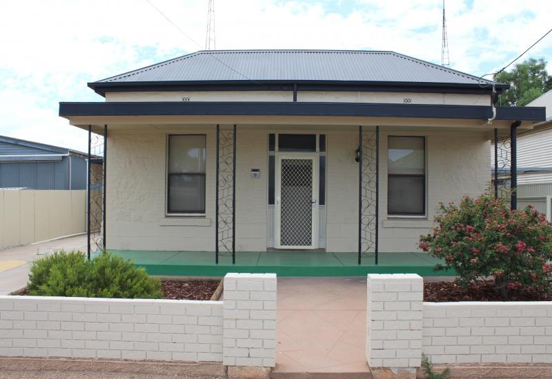 1930's Symmetrical Cottage
