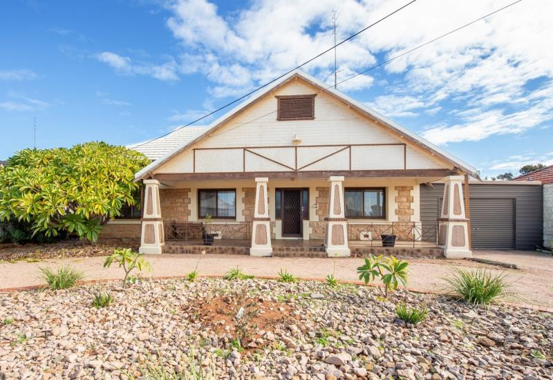 Character Bungalow on Approx 1215sqm of Prime Land