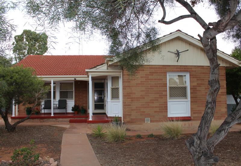 Neat Home Appealing to a Range of Buyers