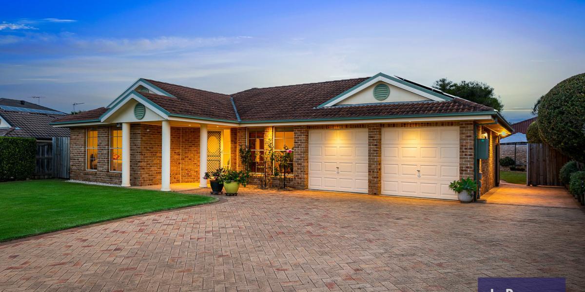 Garden Oasis, Prime Position Plus Extra Car/Trailer Accommodation