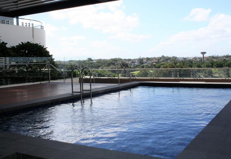 Skyline City & River Views New 1 Bedroom Apartment