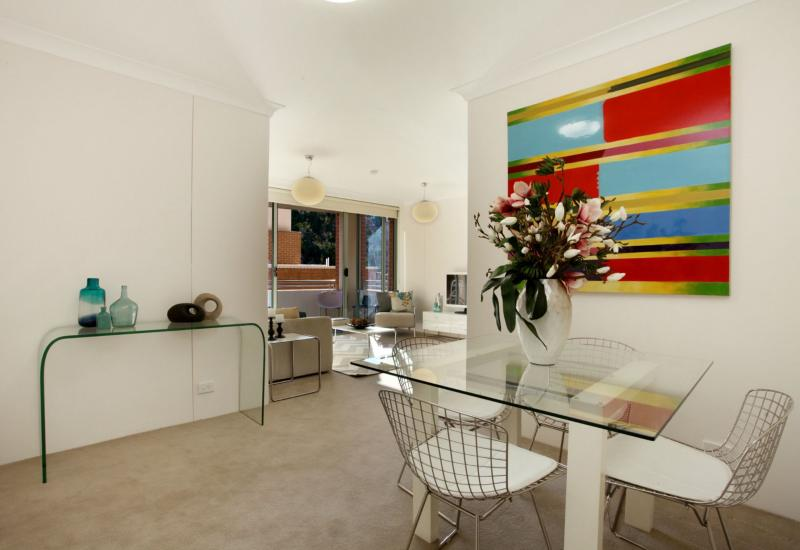 Fully Refurbished 2 Bedrooms 2 Bathrooms Apartment - Sec Car Space