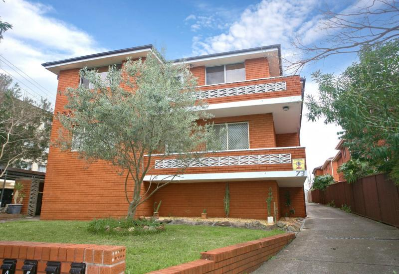 SOLD - Large One Bedroom Apartment, Perfect Location