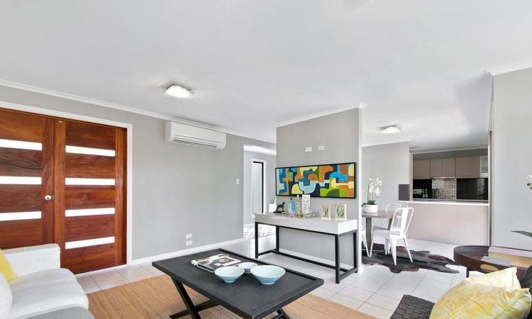 CHIC AND FRESHLY RENOVATED WITHIN IPILLY' PRIMARY SCHOOL CATCHMENT, LARGE LEVEL YARD, MODERN FINISHES THROUGHOUT