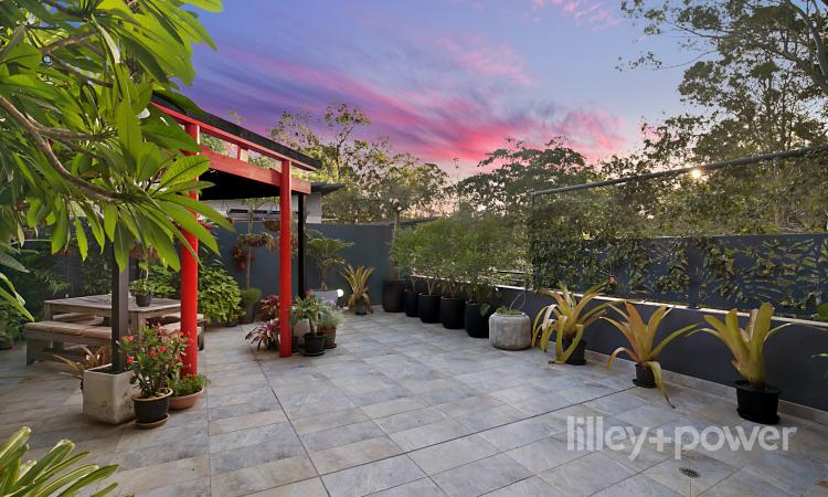 TROPICAL HAVEN WITH ENTERTAINER'S TERRACE AND 129M2 OF OUTDOOR AREA