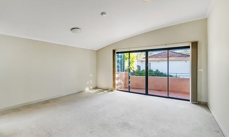 MODERN OVERSIZED TWO BEDROOM APARTMENT WITH 2 x SECURITY CAR SPACE AND NORTHERLY ASPECT !!