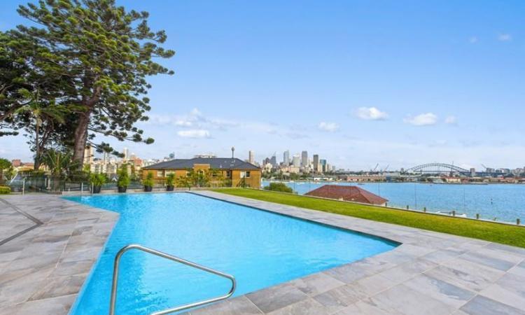 Executive Apartment With Million Dollar Views!