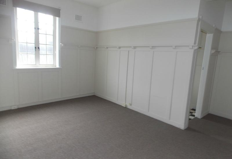 FANTASTIC ONE BEDROOM INNER CITY SECURITY APARTMENT. A MUST SEE!!