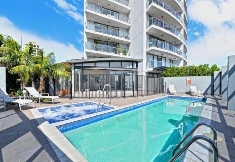 LIVE A HOTEL LIFESTYLE IN THIS FULLY FURNISHED CENTRAL BONDI APARTMENT