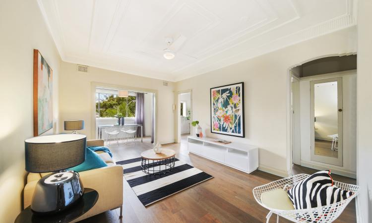 A Top floor Sunlit Art Deco beauty nested between the Bay and the Village!