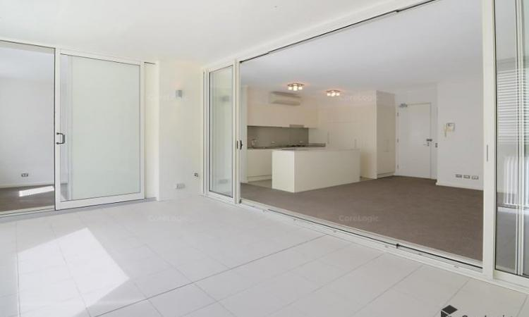 SPACIOUS ULTRA MODERN 2 BEDROOM APARTMENT WITH 2 SECURITY CAR SPACES AND STORAGE