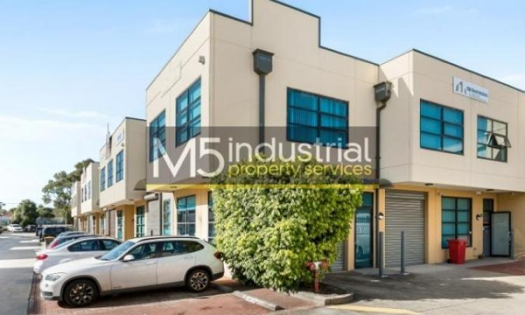 102sqm - Moments to the M5 and Kingsgrove Train Station