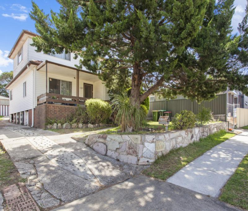 Fantastic 4 Bedroom Home on the High Side of a Quiet Street.