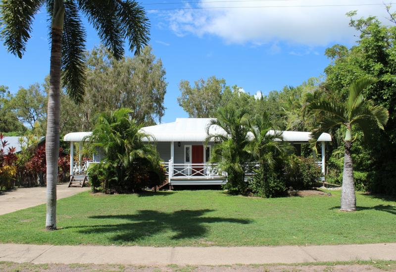 Beautiful queenslander with large pool