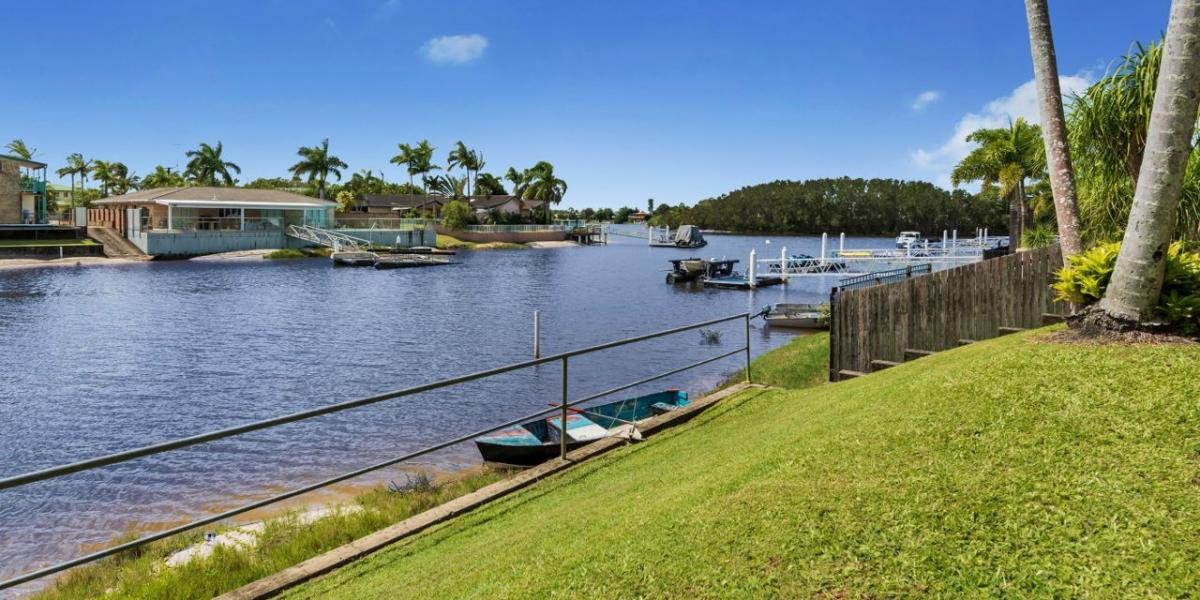 DIRECT WATERFRONT ACCESS WITH FANTASTIC VIEWS!