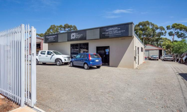 OFFICE + WAREHOUSE - 1,486 SQM LAND