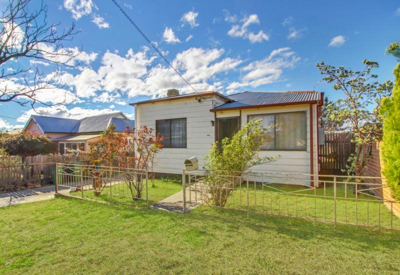 Renovators Delight in the Heart of Town!