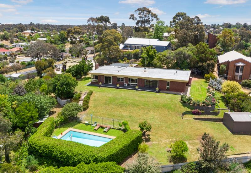 Timeless Classic on Super Lot - 4 minutes Bendigo CBD