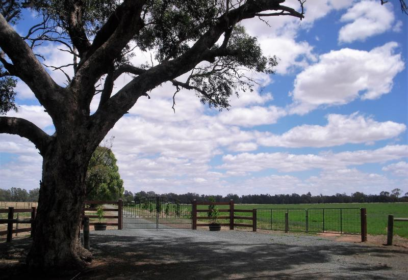 'Retrac Park' – 1 km River Frontage + Ground Water + Land = The Perfect Mix